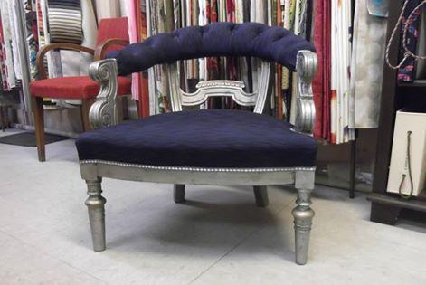 fauteuil a dossier capitonne renove par le tapissier Atelier Hildegarde à Bourbon-Lancy