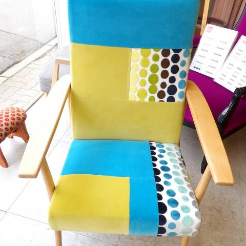 Un petit air guilleret pour ce fauteuil sans prétentions aux camaïeux printaniers