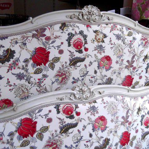 Lit refait par l'Atelier Hildegarde, tapissier à Bourbon-Lancy (71)
